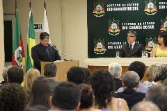 secretário Olivera fala aos sevidores do quadro