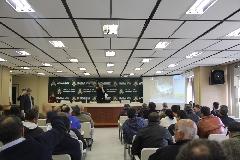 Auditório do Centro Administrativo lotou com os participantes do leilão